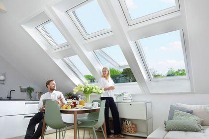 Helle Dachwohnung mit vielen Dachfenstern