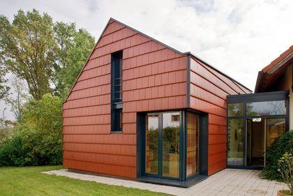 Haus mit Fassadenbekleidung